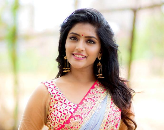 Esha-Rebba-to-Debut-in-Kannada-Industry-with-SRK-1