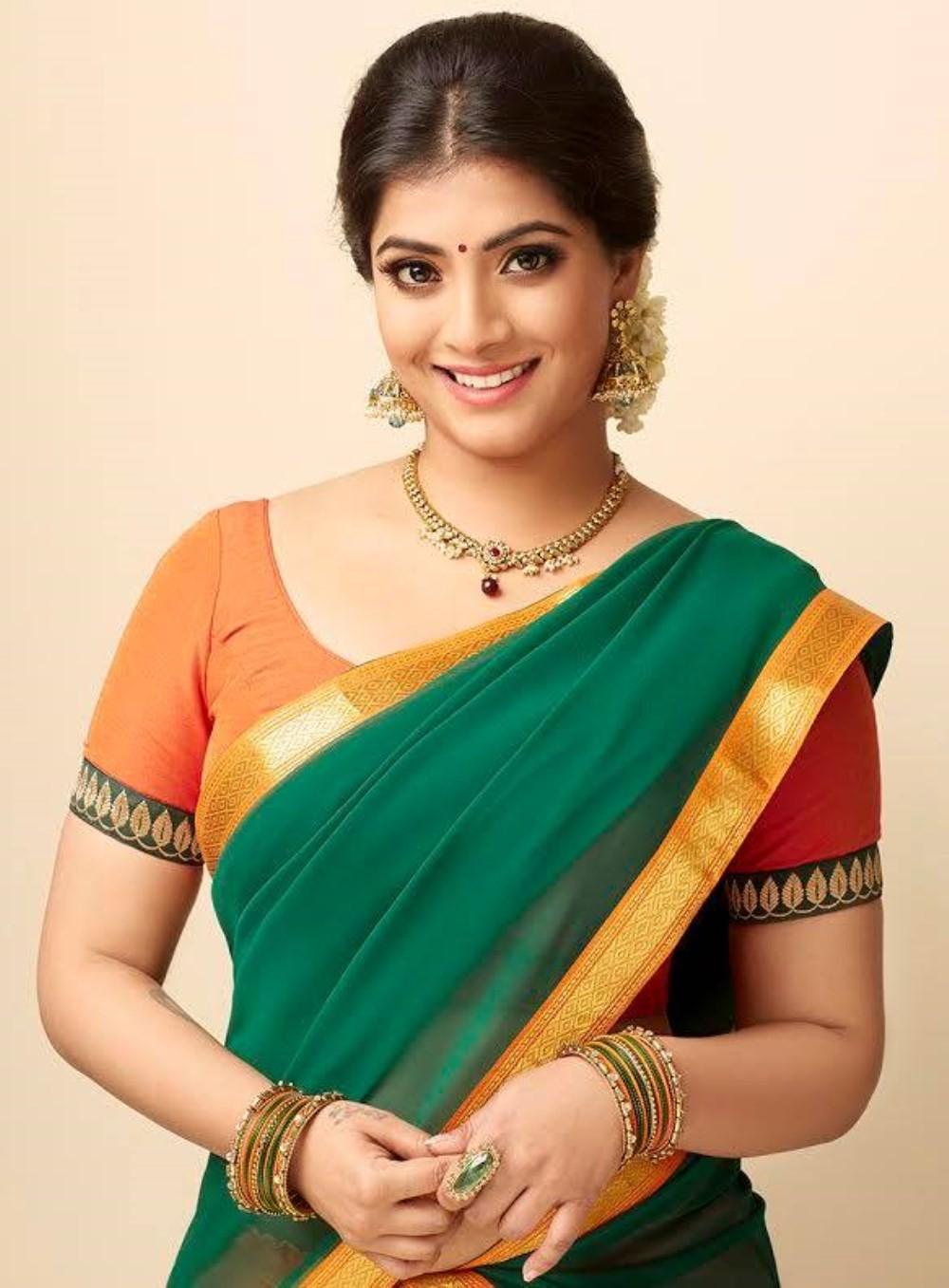 1470402060_check-out-latest-stills-actress-varalaxmi-sarathkumar